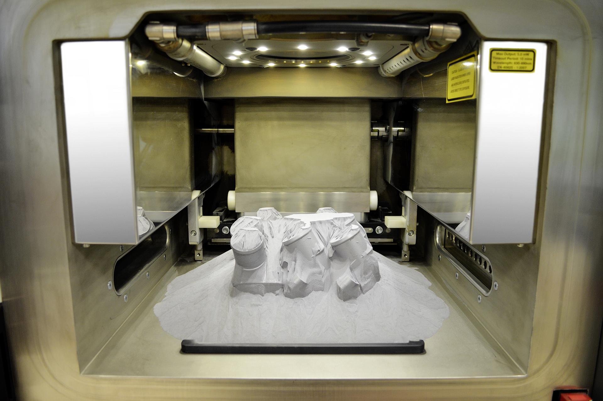 Mercedes Benz drukuje części 3D